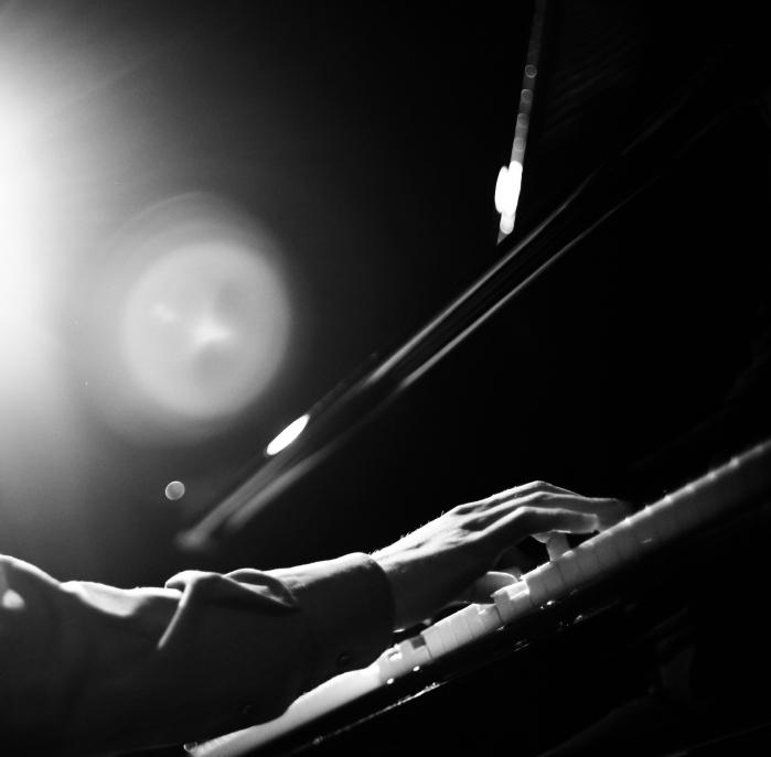 Elton John Celebrates 25 Years Sober
